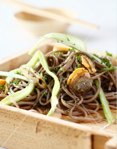 Soba with cockles
