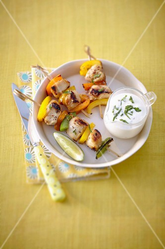 Chicken brochettes with lemon syrup