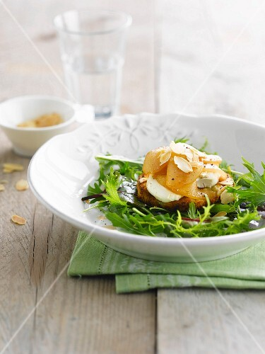 Grilled goat's cheese on toast with almonds and pears