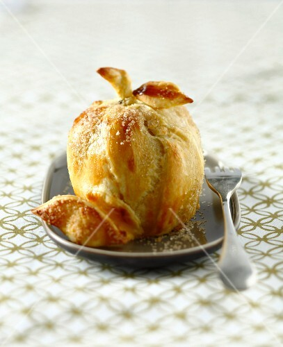 Baked apple in pastry crust