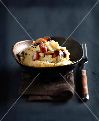 Polenta with smoked salty bacon and mushrooms