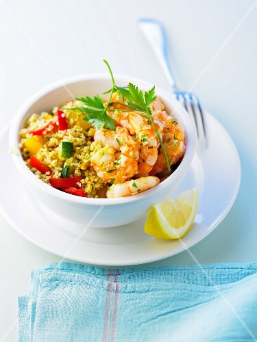 Bulghour with bell peppers and shrimps