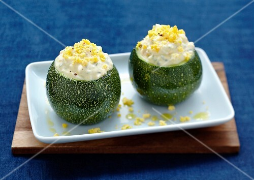 Round zucchinis with egg mimosa