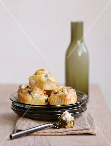 Goat's cheese-olive savoury muffins