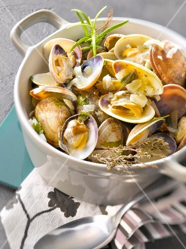 Littleneck clam marinières