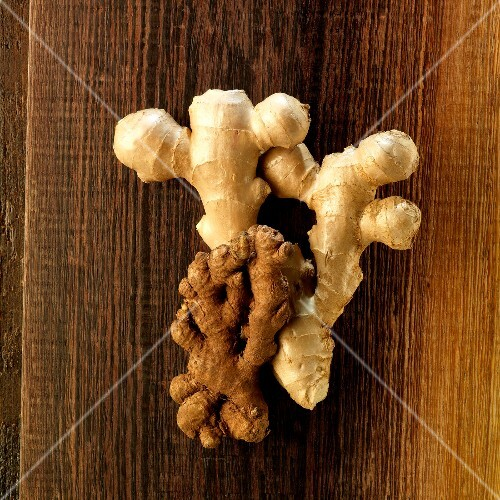African ginger roots and Asian ginger roots