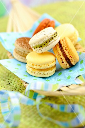 Exotic fruit macaroons