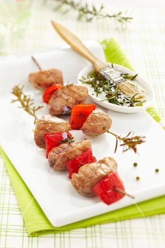 Turkey,red pepper and rosemary brochettes