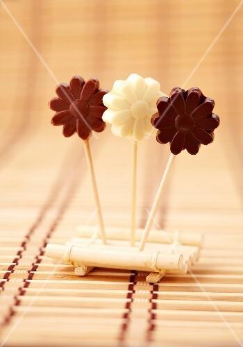 Chocolate flower lollipops
