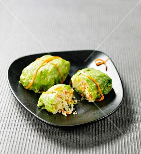 Cabbage leaves stuffed with semolina