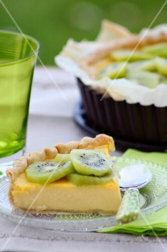 Sweet quiche with kiwis