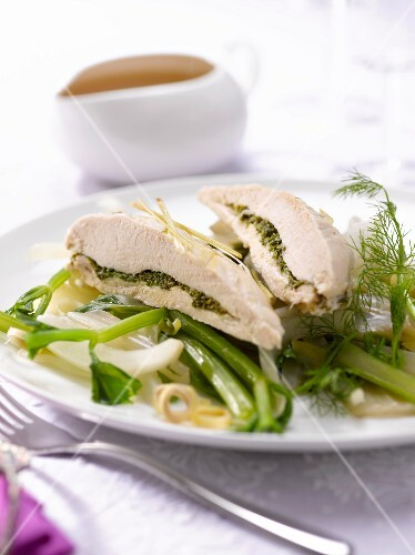 Stuffed chicken breast with fennel and beets