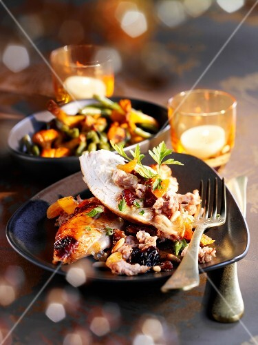 Roasted capon with dried fruit