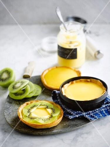 Lemon curd and kiwi tartlets