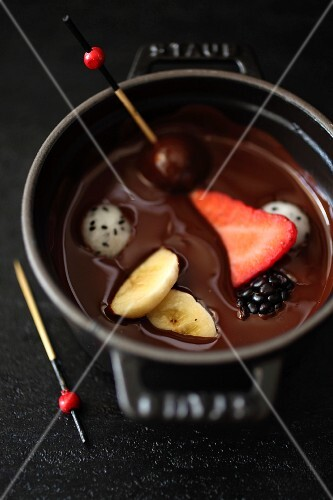 Chocolate Fondue with fresh fruit