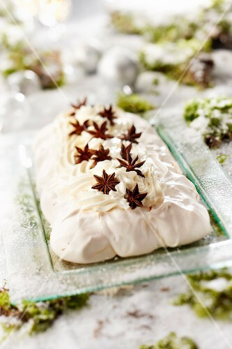 Breton pastis and star anise Pavlova-style log cake