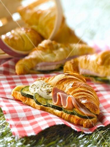 Smoked ham,mozzarella,grilled zucchini and oregano croissant sandwich