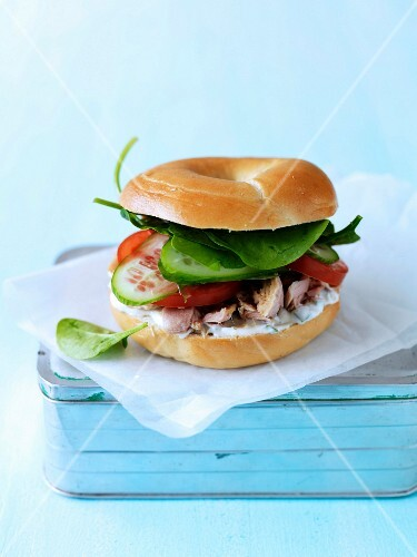 Tuna and raw vegetable bagel sandwich