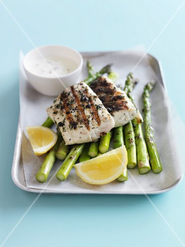 Grilled snapper with green asparagus and white sauce