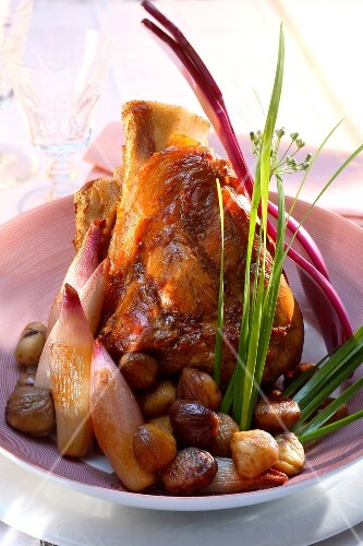 Knuckle of veal with pink shallots and chestnuts