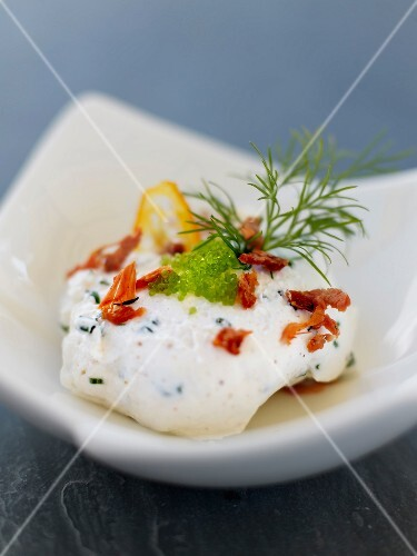 Lemon-flavored mousse with sun-dried tomato and Tobiko eggs