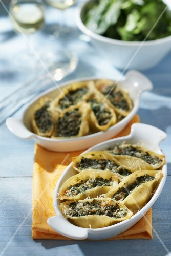 Conchiglie stuffed with spinach
