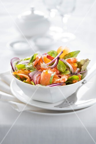 Smoked salmon and shrimp mixed salad