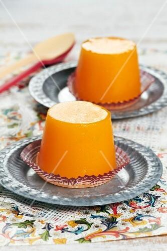 Eggyolk and sugar dessert