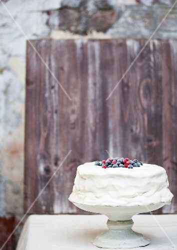 Cake coated with whipped cream