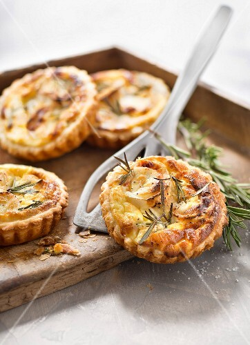 Goat's cheese, honey and rosemary tartlets