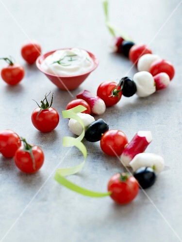 Stringed vegetables and mozzarella balls and dip
