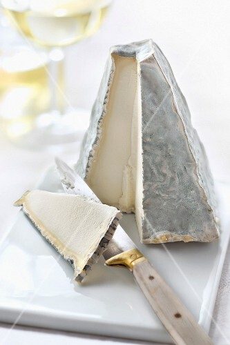 Pouligny-Saint-Pierre cheese