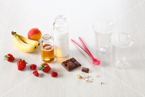 Ingredients and cooking implements for smoothies