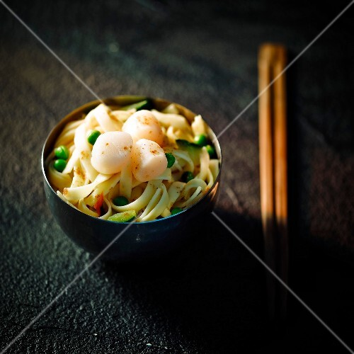 Noodles with spring vegetables and scallops