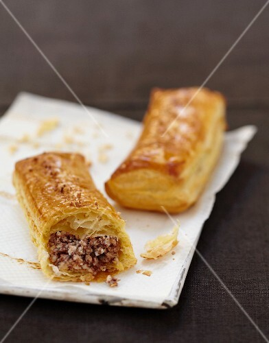 Ricotta,chocolate and almond-flavored flaky pastry rolls