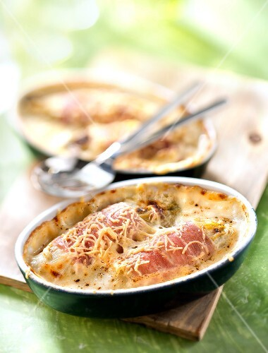 Chicory and ham cheese-topped dish