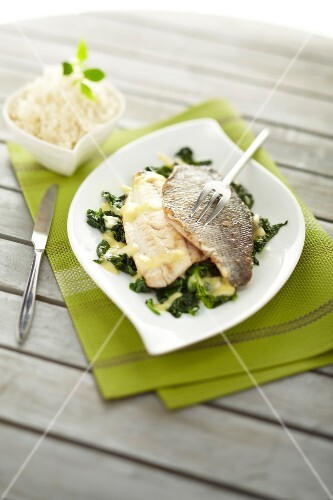 Sea bream fillets with spinach