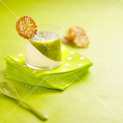 Panna cotta-kiwi jelly dessert