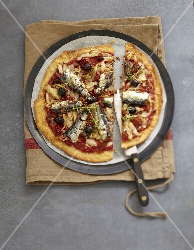 Fennel,preserved tomato and sardine pizza