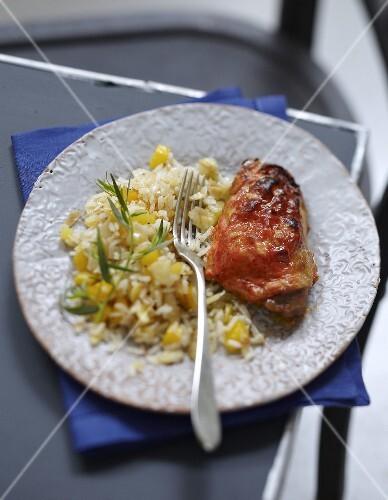Tandoori chicken with rice and pineapple
