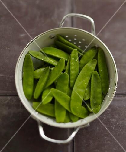 Sugar peas in a colander