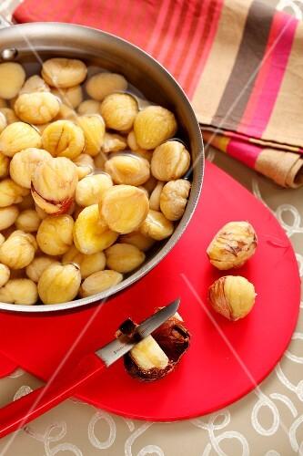 Peeling chestnuts