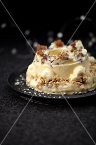 Vacherin with crumbled candied chestnuts