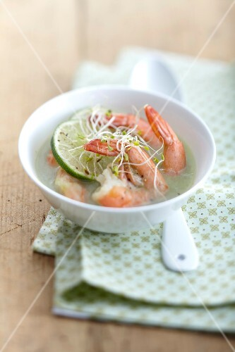 Leek soup with shrimps and lime