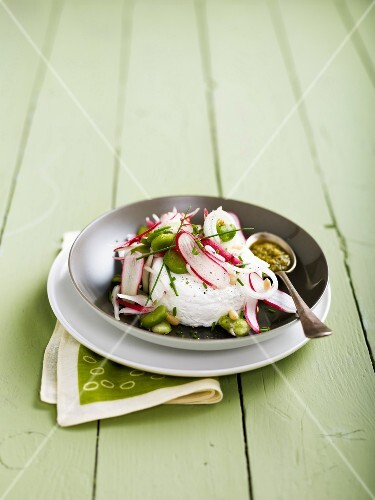 Fresh goat's cheese with radishes,broad beans and pesto