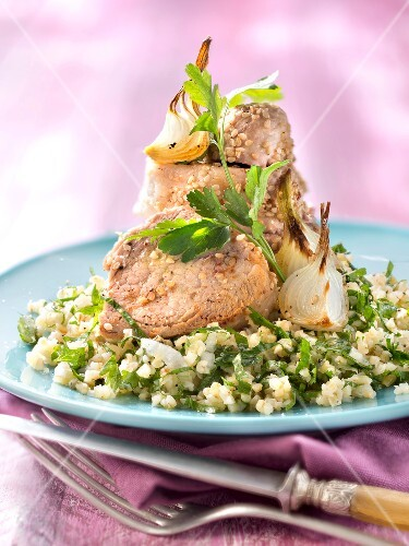 Pork filet mignon with sesame seeds and crushed wheat with parsley