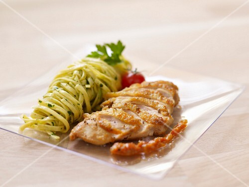 Free-range chicken breast with red pesto, fettuccines with parsley