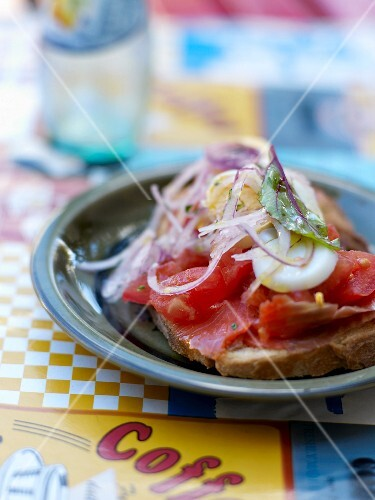 Marinated red tuna,tomato,hard-boiled egg and sliced shallots on sliced bread