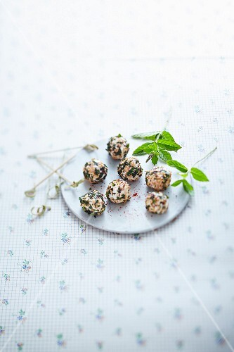 Mint and sesame seed goat's cheese balls
