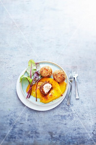 Foie gras and gingerbread Cromesquis with mango